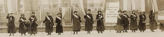 photo of women marching for right to vote in the early 1900s